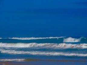 Et des vagues, des vagues... et pas de surfeurs